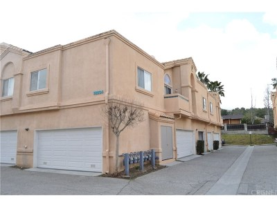 Newhall Condo/Townhouse For Sale: 18834 Vista Del Canon #F