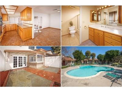 Winnetka Condo/Townhouse For Sale: 8520 De Soto Avenue #25