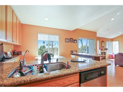 Granada Hills Condo/Townhouse Active Under Contract: 15796 Midwood Drive #6