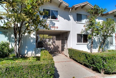 Tarzana Condo/Townhouse Active Under Contract: 18619 Collins Street #F25