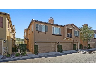 Saugus Condo/Townhouse For Sale: 19364 Laroda Lane