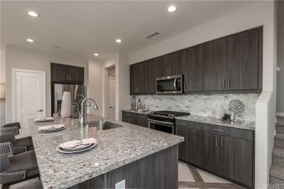 Simi Valley Condo/Townhouse For Sale: 277 Morro Way #1