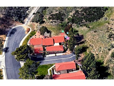 Newhall Condo/Townhouse Active Under Contract: 20089 Avenue Of The Oaks #205