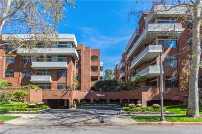 Beverly Hills Condo/Townhouse For Sale: 200 North Swall Drive #404