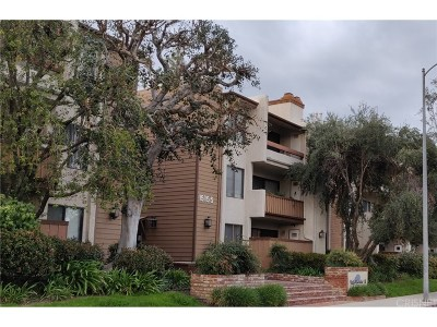 Condo/Townhouse Active Under Contract: 15155 Sherman Way #38