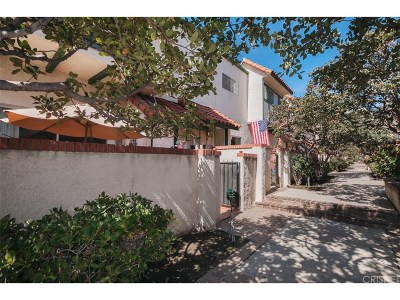 Chatsworth Condo/Townhouse For Sale: 10030 Owensmouth Avenue #68
