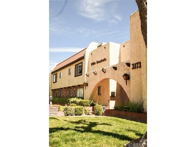 Castaic Condo/Townhouse Active Under Contract: 31732 Ridge Route Road #102