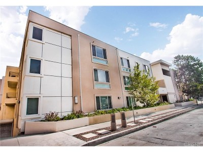 Toluca Lake Condo/Townhouse Active Under Contract: 10609 Bloomfield Street #201