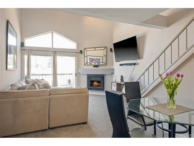 Woodland Hills Condo/Townhouse Active Under Contract: 5550 Owensmouth Avenue #316