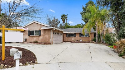 Saugus Single Family Home Active Under Contract: 26724 Mocha Drive