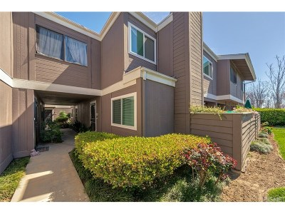 Sylmar Condo/Townhouse Active Under Contract: 12515 Ralston Avenue #4