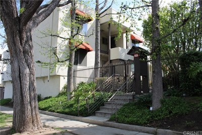 Tarzana Condo/Townhouse Active Under Contract: 5660 Yolanda Avenue #7