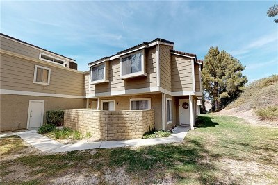 Castaic Condo/Townhouse For Sale: 31365 The Old Road #A
