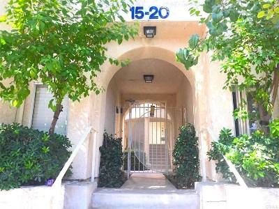 Reseda Condo/Townhouse For Sale: 19400 Wyandotte Street #19
