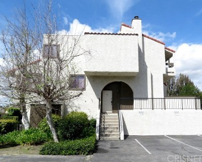 Canoga Park Condo/Townhouse For Sale: 22020 Strathern Street #31