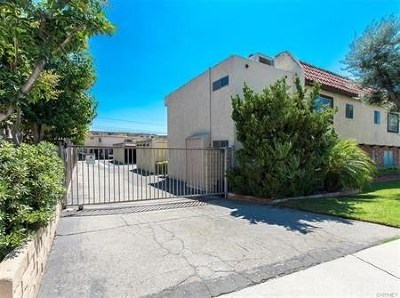 Castaic Condo/Townhouse Active Under Contract: 31732 Ridge Route Road #111