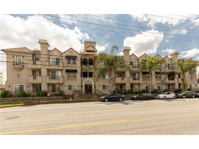 Toluca Lake Condo/Townhouse Active Under Contract: 10740 Moorpark Street #304
