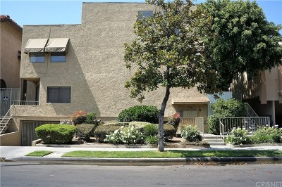 North Hollywood Condo/Townhouse Active Under Contract: 10921 Morrison Street #7