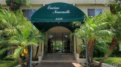 Encino Condo/Townhouse Active Under Contract: 5328 Newcastle Avenue #62