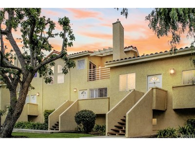 Newhall Condo/Townhouse For Sale: 25207 Fourl Road #2