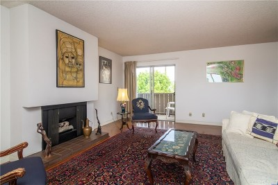 Van Nuys Condo/Townhouse For Sale: 15080 Victory Boulevard #205