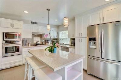 Chatsworth Condo/Townhouse For Sale: 10341 Canoga Avenue #40