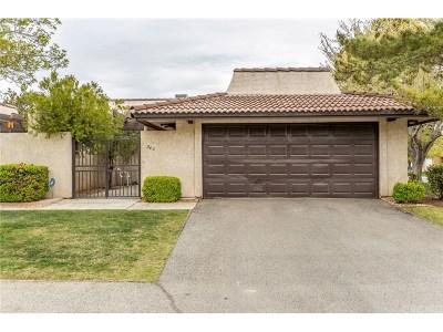 Palmdale Condo/Townhouse For Sale: 203 Hawk Lane