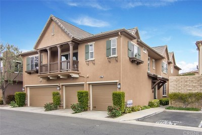 Saugus Condo/Townhouse Active Under Contract: 19537 Laroda Lane