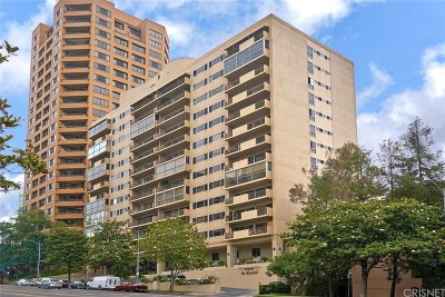 Los Angeles County Condo/Townhouse Active Under Contract: 10450 Wilshire Boulevard #7H
