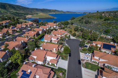 Simi Valley Single Family Home For Sale: 742 Trail Rock Court