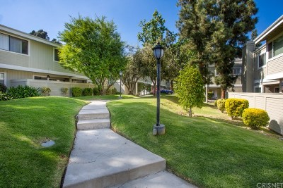 Woodland Hills Condo/Townhouse For Sale: 22125 Burbank Boulevard #6