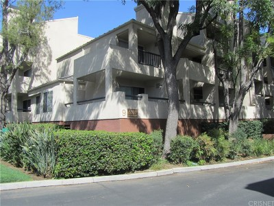 Woodland Hills Condo/Townhouse For Sale: 5510 Owensmouth Avenue #305