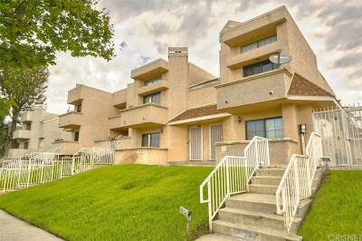 North Hills Condo/Townhouse For Sale: 15035 Nordhoff Street #105