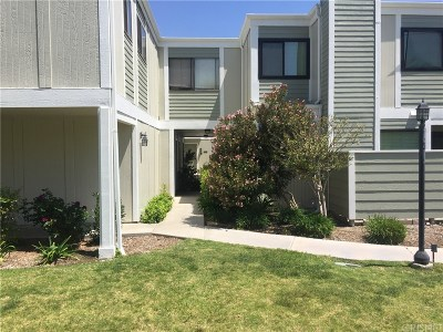 Canyon Country Condo/Townhouse For Sale: 27066 Hidaway Avenue #6
