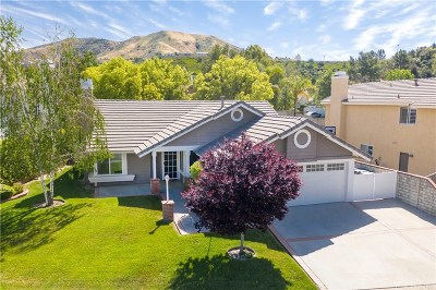 Saugus Single Family Home Active Under Contract: 29010 Gumtree Place