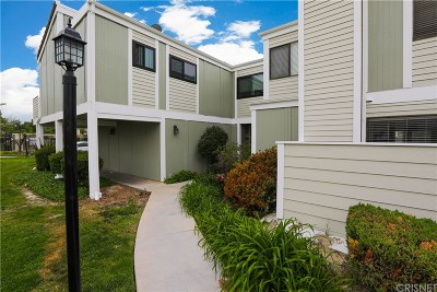 Canyon Country Condo/Townhouse For Sale: 27069 Crossglade Avenue #5
