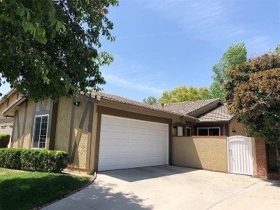 Valencia Single Family Home Active Under Contract: 25759 Covala Court