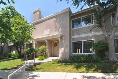 Northridge Condo/Townhouse Active Under Contract: 10241 White Oak Avenue #5