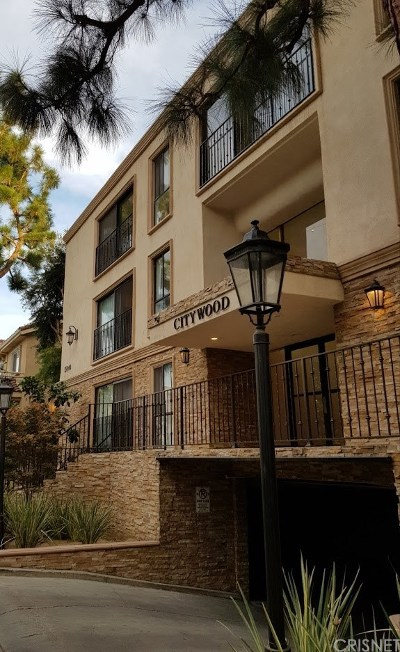 Sherman Oaks Condo/Townhouse For Sale: 15344 Weddington Street #202