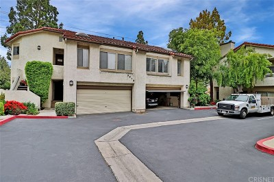 Simi Valley Condo/Townhouse For Sale: 3216 Darby Street #204