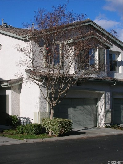 Saugus Condo/Townhouse Active Under Contract: 22707 Sundance Creek Drive