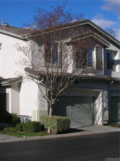 Saugus Condo/Townhouse For Sale: 22707 Sundance Creek Drive