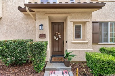 Saugus Condo/Townhouse For Sale: 19548 Laroda Lane