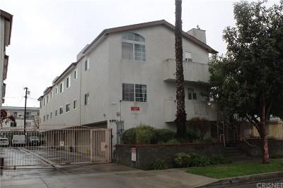 Canoga Park Condo/Townhouse For Sale: 6950 Remmet Avenue #2