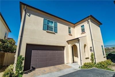 Saugus Condo/Townhouse Active Under Contract: 21761 Propello Drive
