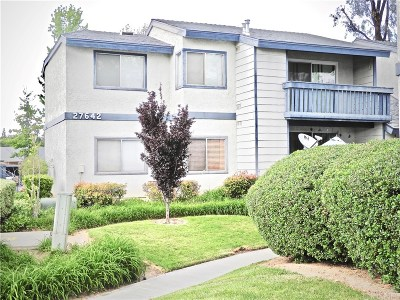 Saugus Condo/Townhouse Active Under Contract: 27642 Susan Beth Way #K