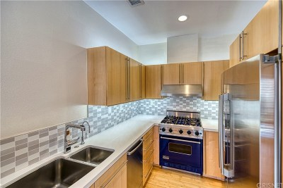 Valencia Condo/Townhouse Active Under Contract: 26945 Hillsborough #36