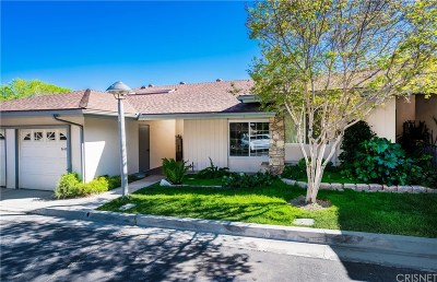 Newhall Condo/Townhouse For Sale: 26857 Oak Branch Circle