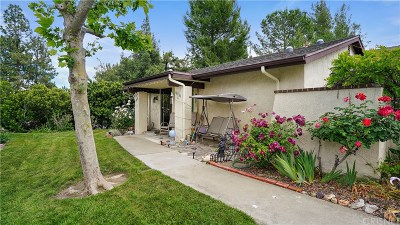 Newhall Condo/Townhouse For Sale: 26330 Oak Highland Drive #C