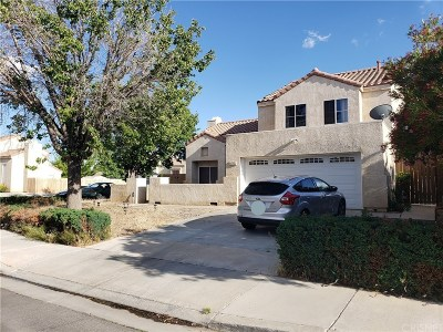 Palmdale Single Family Home For Sale: 3732 Hollowglen Drive